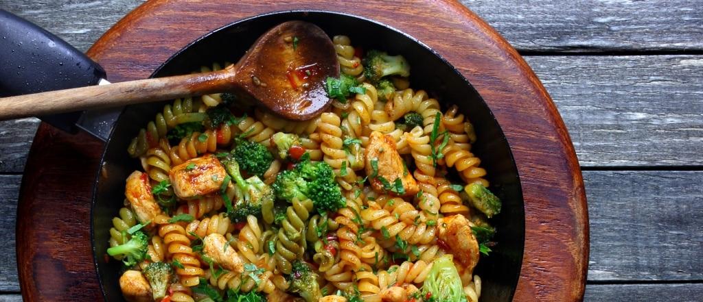 Volkoren-pasta-met-Broccoli-kip-kaas-en-prei
